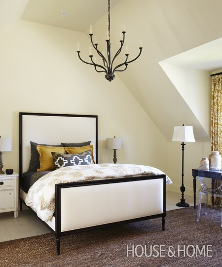 14-guest-bedroom-house-home-2012-princess-margaret-showhome-mgraydon